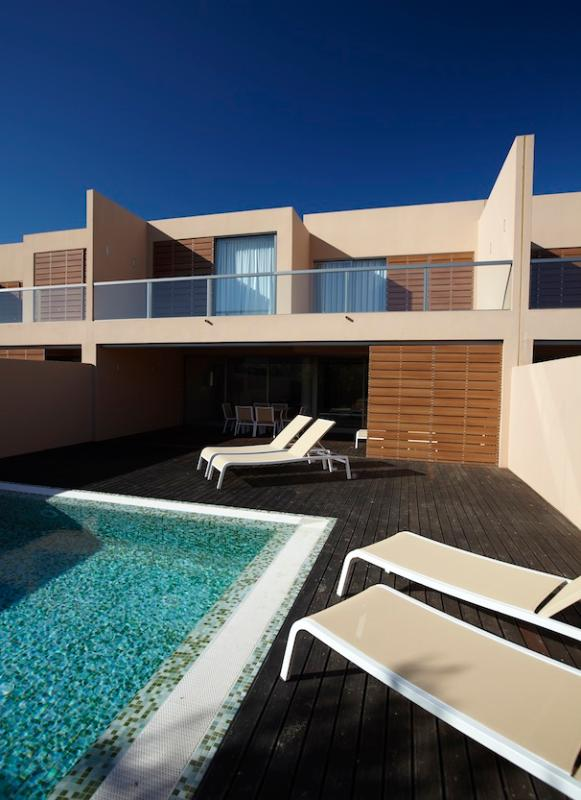 Private Terrace with Deck, Swimming Pool and Sun Loungers - 2Bedroom Villa with private pool in Salgados Beach - Guia - rentals