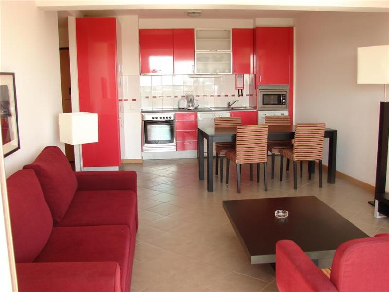 ONE BEDROOM APARTMENT FOR 2 JUST 5 MINUTES FROM PRAIA DA ROCHA IN PORTIMÃO REF.OATL110204 - Image 1 - Portimão - rentals