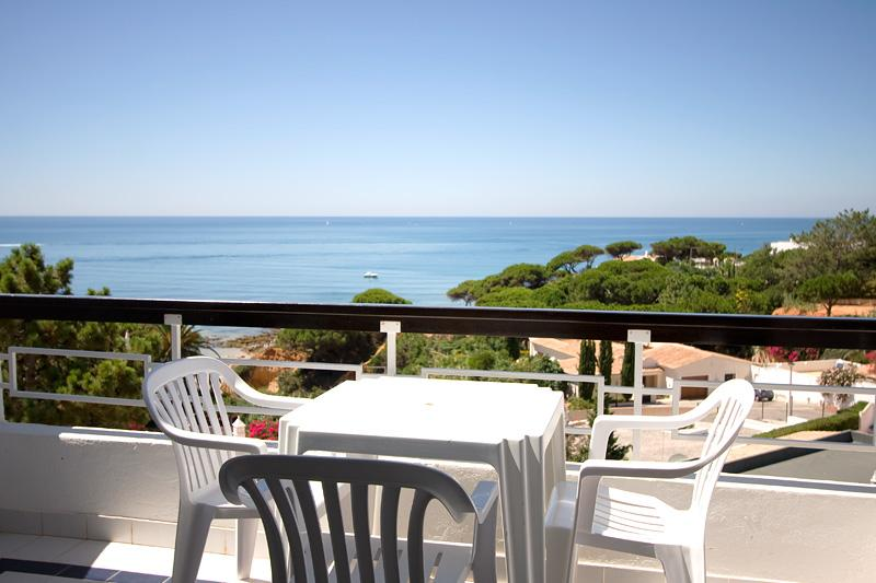ONE BEDROOM APARTMENT WITH SEA OR GARDEN VIEW IN OLHOS D' AGUA REF. APPQ110000 - Image 1 - Faro - rentals