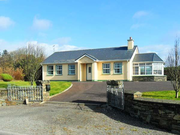 RAHEEN, detached, all ground floor, en-suite, parking, garden, in Skibbereen, Ref 911945 - Image 1 - Castletownshend - rentals