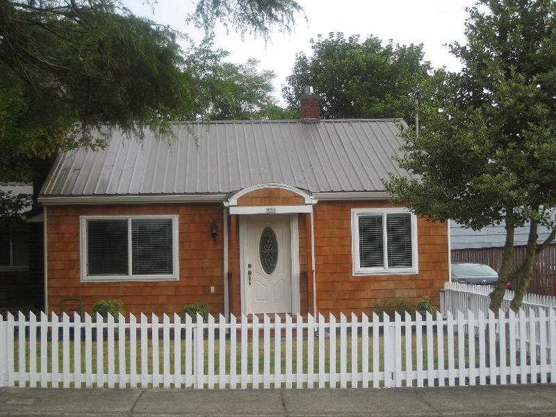 Charming Seaside Cottage with RV Parking - Image 1 - Seaside - rentals