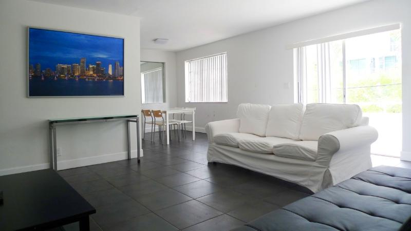 5 Minutes Walking Distance To Lincoln Road - Image 1 - Miami Beach - rentals