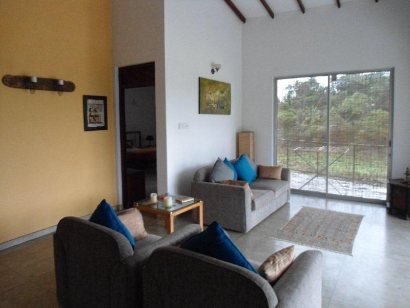 Lounge Area - Waterfront 2Bedroom First Floor Serviced Apartment - Kandy - rentals