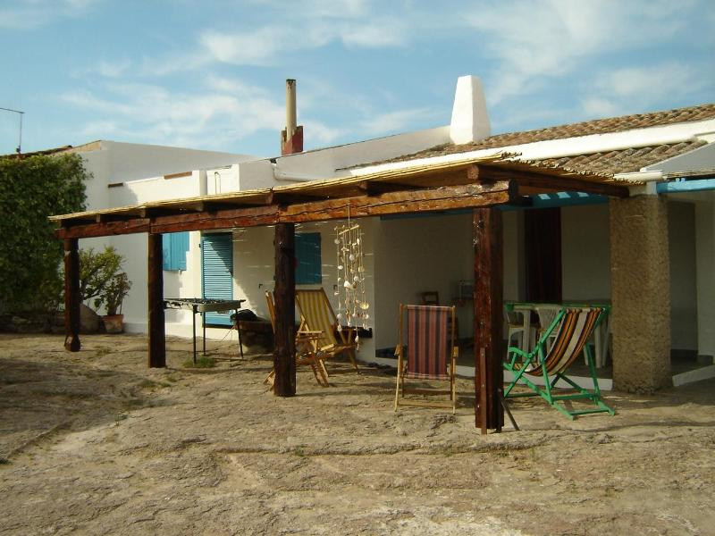 the courtyard in front of the House - the House near the cliffs - Calasetta - rentals
