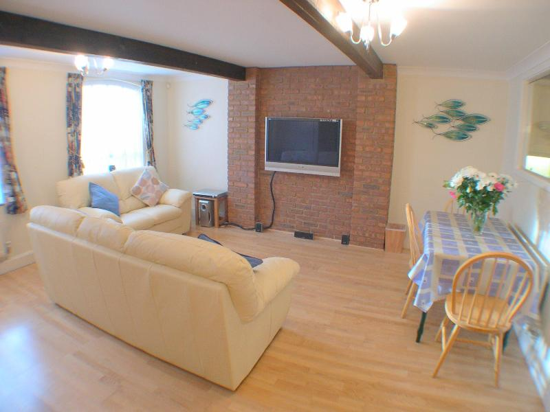 Living Room - Canterbury City - Executive 2 Bedroom Self Catering Apartment - Canterbury - rentals