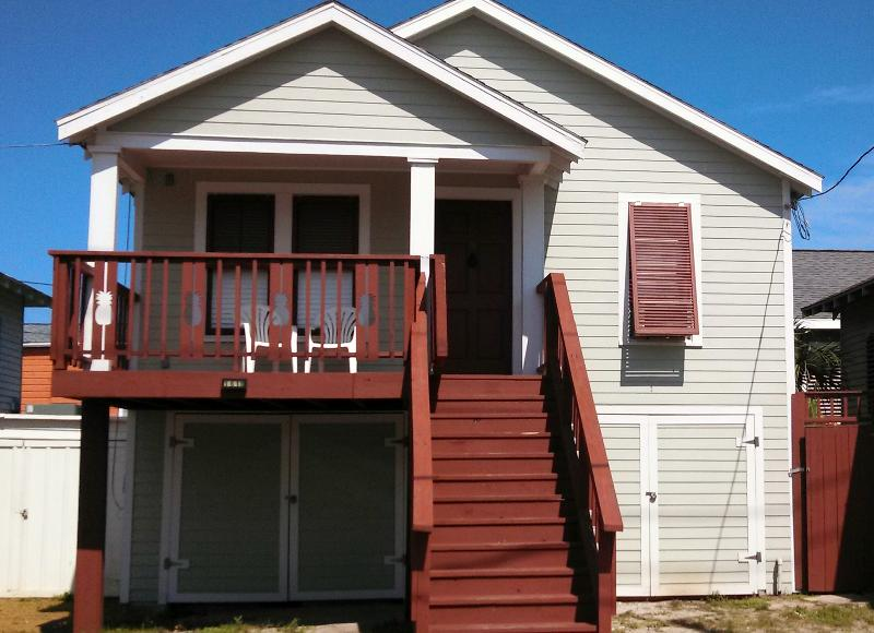 Outside - The Pineapple House...1/2 block from Seawall - Galveston - rentals