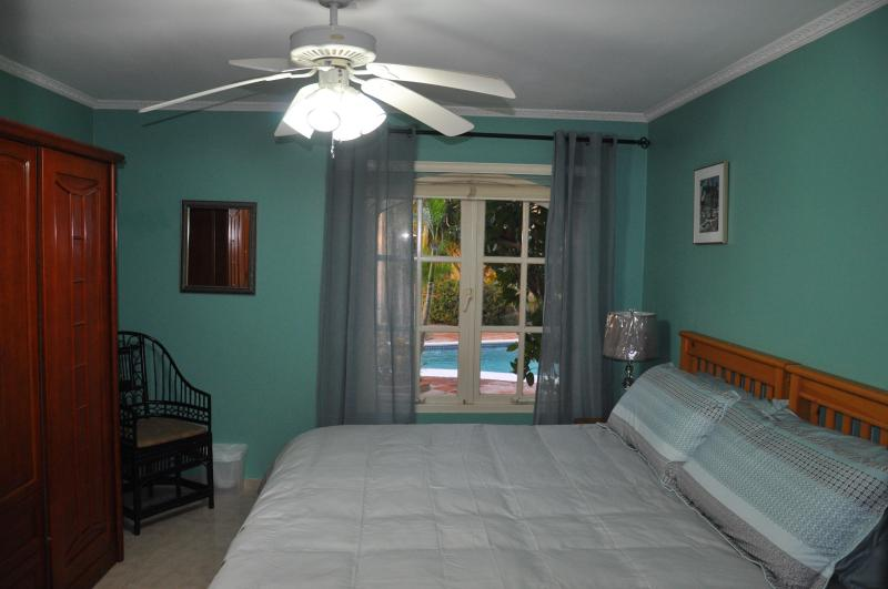 BEDROOM KING SIZE BED - Ground Floor Unit Beside Pool - Palm Beach - rentals