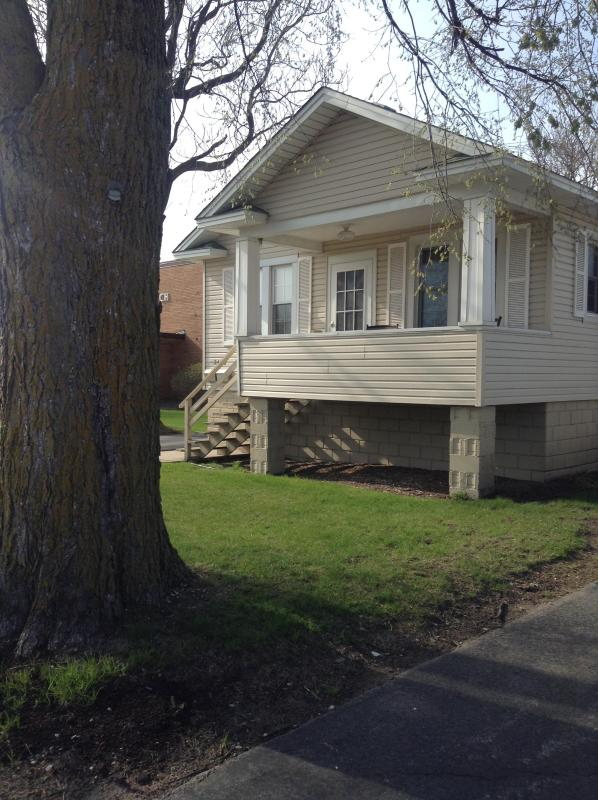 Front of home - Cozy home away from home just south of the city - Chicago - rentals