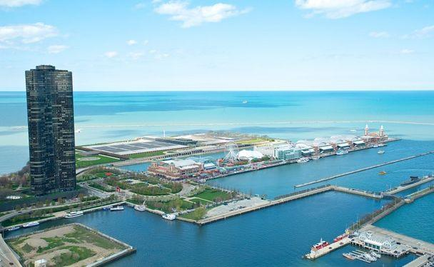 Views of Lake Michigan and Navy Pier from all windows - Enjoy an expresso with a view of Lake Michigan - Chicago - rentals