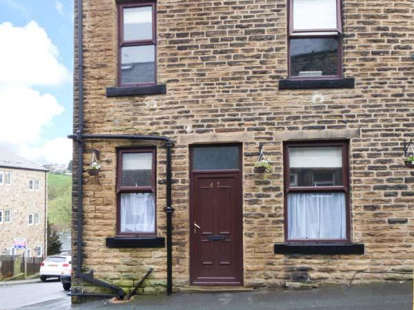 BRONTE COTTAGE, cosy base, flexilble sleeping accomodation, pet-friendly, convenient village location, terraced cottage in Haworth, Ref. 904513 - Image 1 - Haworth - rentals