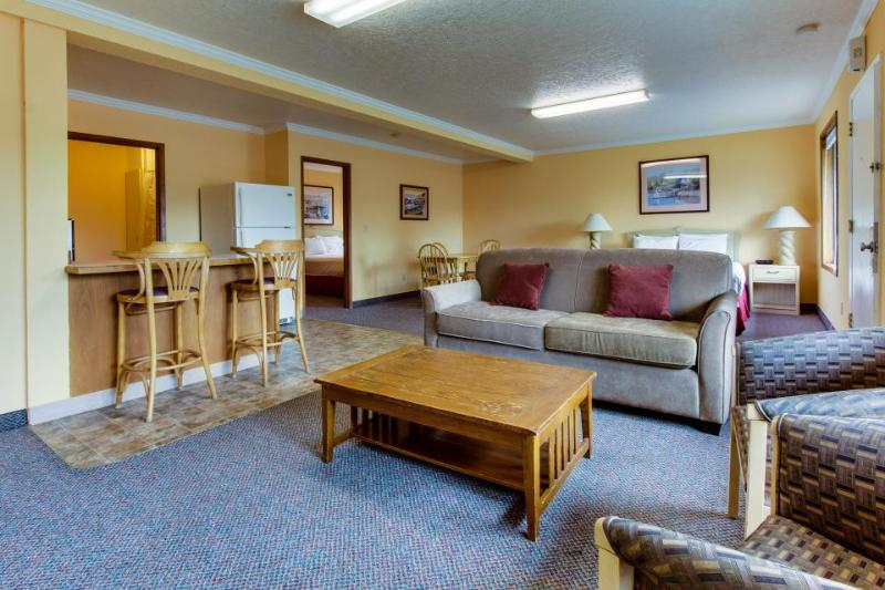 Sunset Inn Suite 155 - Image 1 - Cannon Beach - rentals