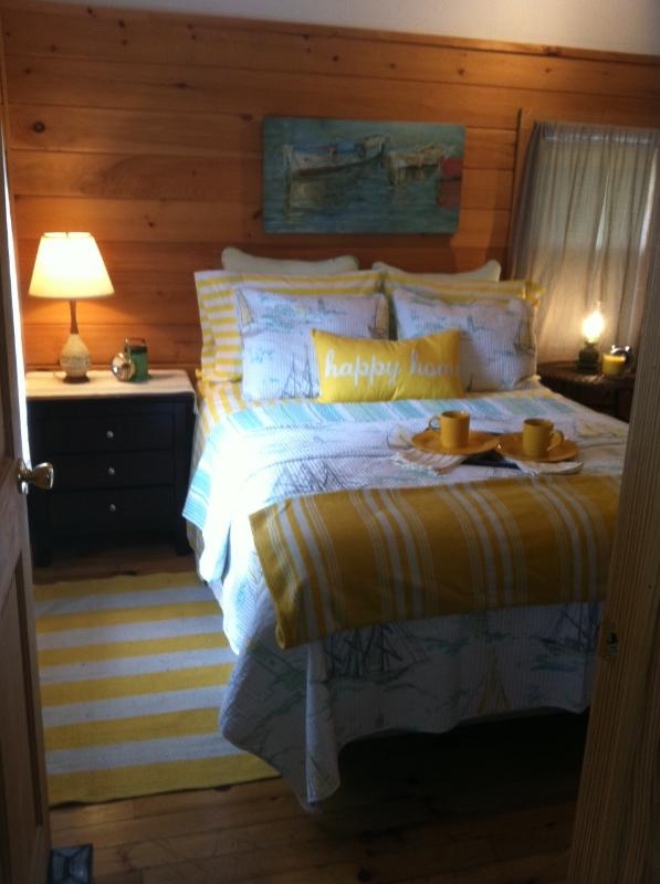 Cottage Bedroom with brand new Queen sized Pillow Top bed - Cottage at Birch Knoll  Ogunquit / Cape Neddick - Ogunquit - rentals