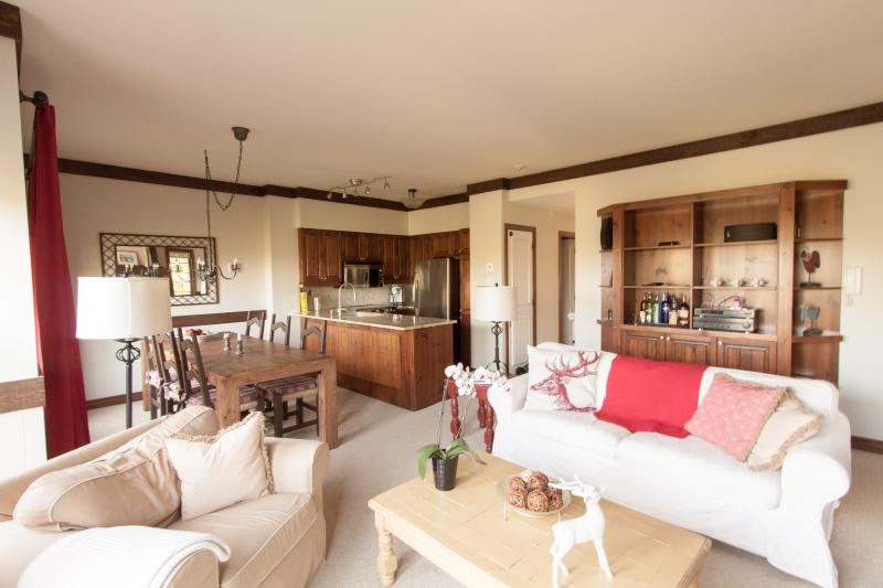 Open living room, dining room & updated kitchen - Algonquin - Condo on the Mountain - Gorgeous - Mont Tremblant - rentals
