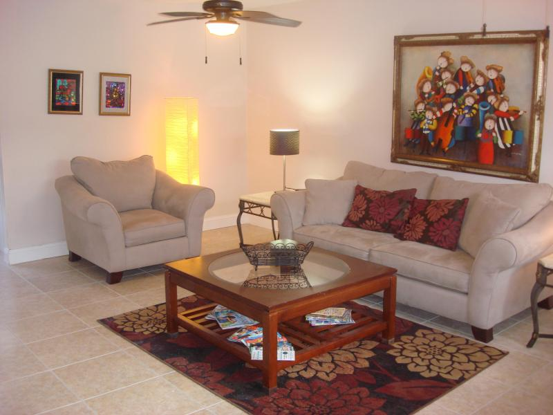 Living Room - Beautiful Two Bedrooms/Two and One Half Baths   Summer Hill Cottage  Orlando/Casselberry, Florida - Casselberry - rentals
