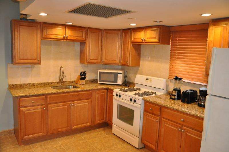 FULLY STOCKED KITCHEN - 2nd Floor newly renovated hidden jem - Palm Beach - rentals