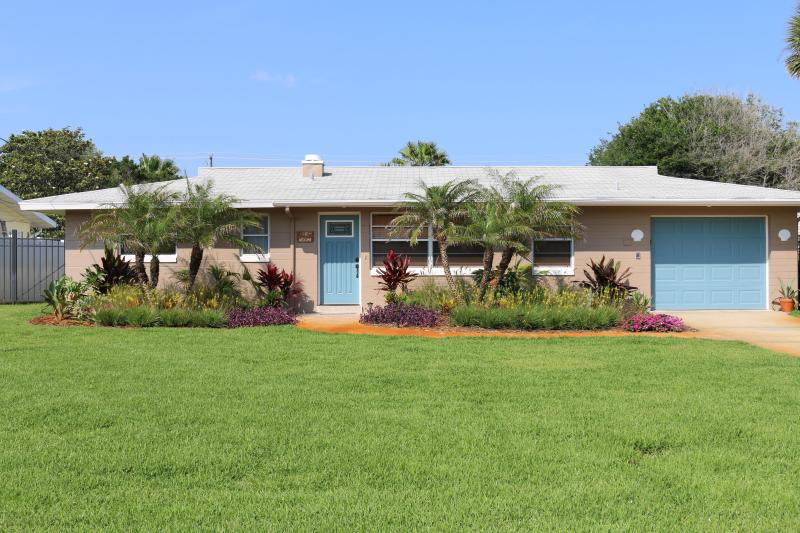 "Front of house - ""Slice of Paradise"" 2BR 2B Bungalow 1Blk To Beach - Daytona Beach - rentals"