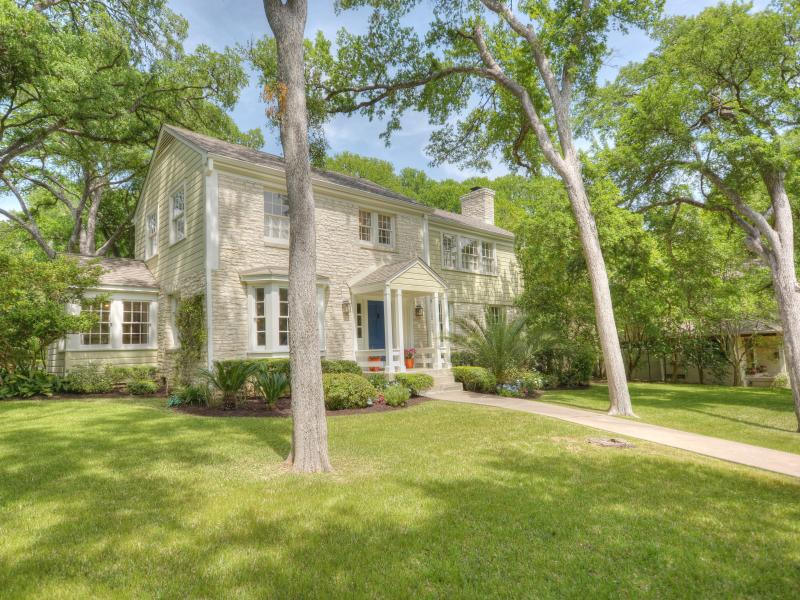View from the street - 5 Minutes from DT Austin in the Heart of Tarrytown - Austin - rentals