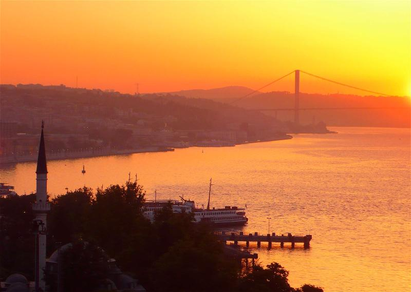 Sweeping Bosphorus Views  - Sweeping Bos Views frm this Spacious Central Flat - Kozakli - rentals