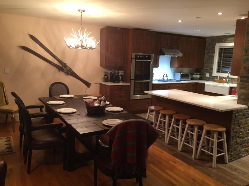 Dining table for 8 and breakfast bar - 3 Bed Luxury Townhome Loon Mountain Views - Lincoln - rentals