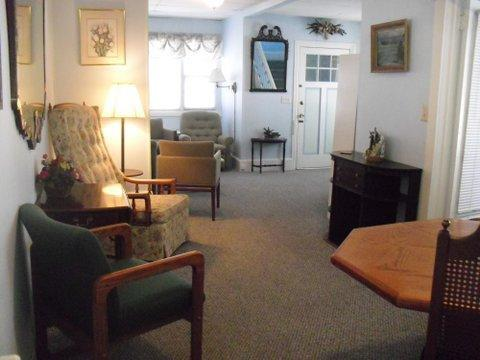 dining room - Bright, Clean, Spacious Ocean Grove Summer Rental near Beach and Playground - Ocean Grove - rentals