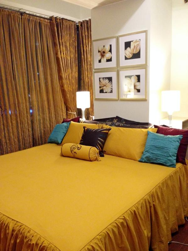 King Size Bed (2m. x 2m.) - Classy Contemporary 1 Bedroom Suite at the Fort - Taguig City - rentals