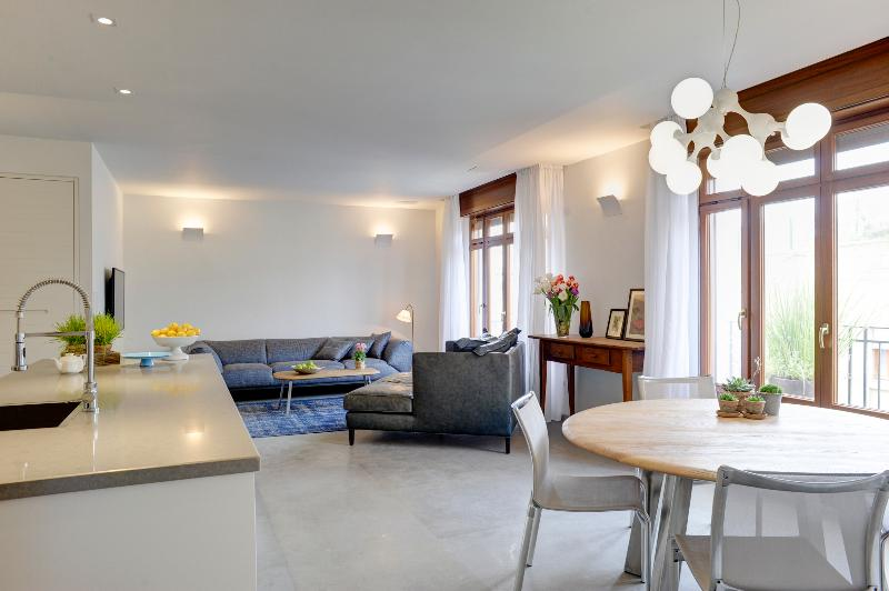 A stunning designed apartment with 2 balconies - Image 1 - Gedera - rentals