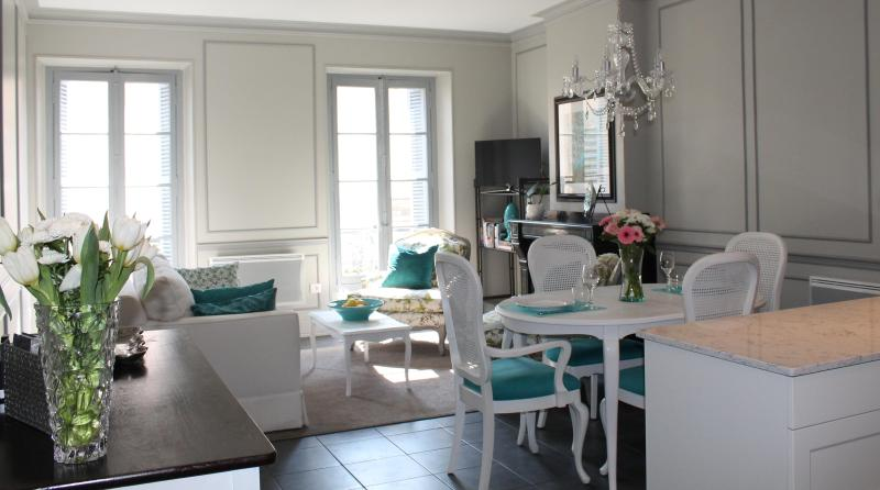 Beautiful living/dining area - Beautiful Luxury Apartment located in Carcassonne Bastide Saint Louis - Carcassonne - rentals