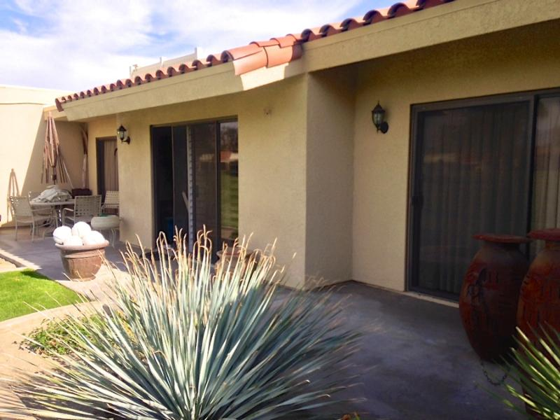 Relax in the sun or shade on our spacious back patio. Connects to living room and master bedroom. - Golf Course Villa at Palm Desert Resorter - Palm Desert - rentals