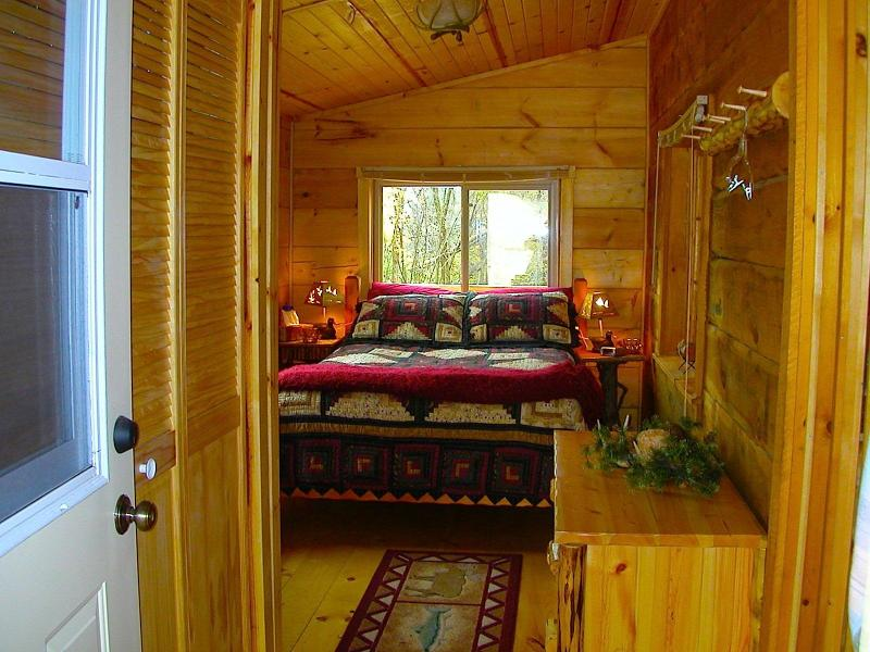 NE Iowa Amish Log Cabin- Hunters Hollow - Image 1 - Harpers Ferry - rentals