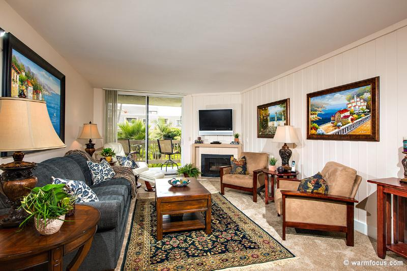 The warm, inviting living room will be an oasis after a fun-filled day at the beach. - Lake Como Villa~South-facing Ocean View 2 BR - Oceanside - rentals
