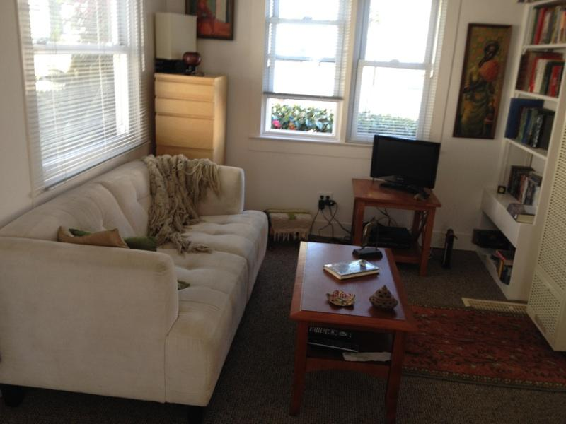 Livingroom - Bungalow by the Beach - Redondo Beach - rentals