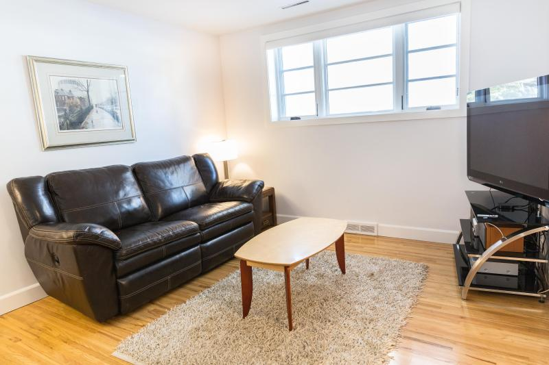 BEAUTIFUL 2 BEDROOM APARTMENT - Image 1 - Calgary - rentals