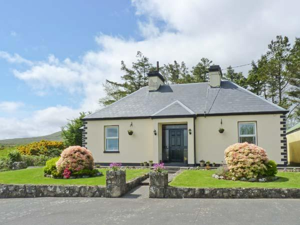 LAKE VIEW HOUSE, detached, open fire, countryside views, rural location, near Tourmakeady, Ref 911933 - Image 1 - Tourmakeady - rentals