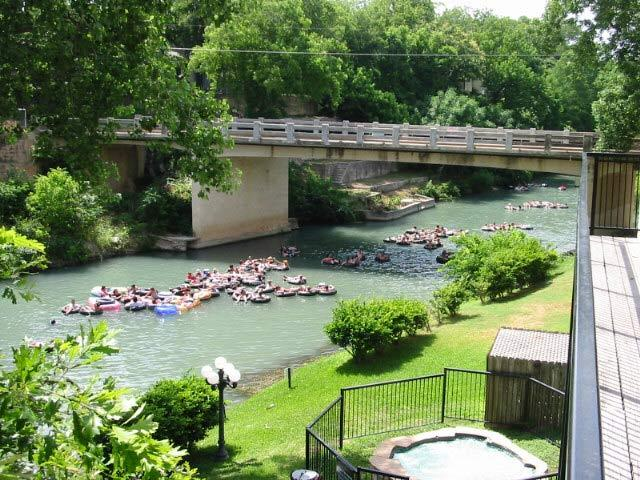 condo located in the heart of the floating Comal River - Inverness @ Comal River 2/2 river front condo across from Schlitterbahn sleeps 6 - New Braunfels - rentals