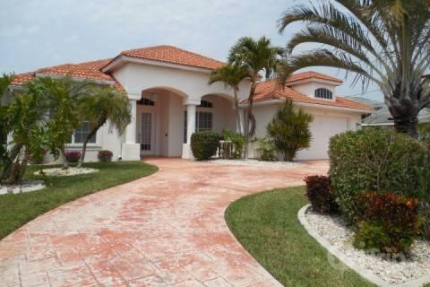 Front of house - Gulf Access Canal Home - Cape Coral - rentals