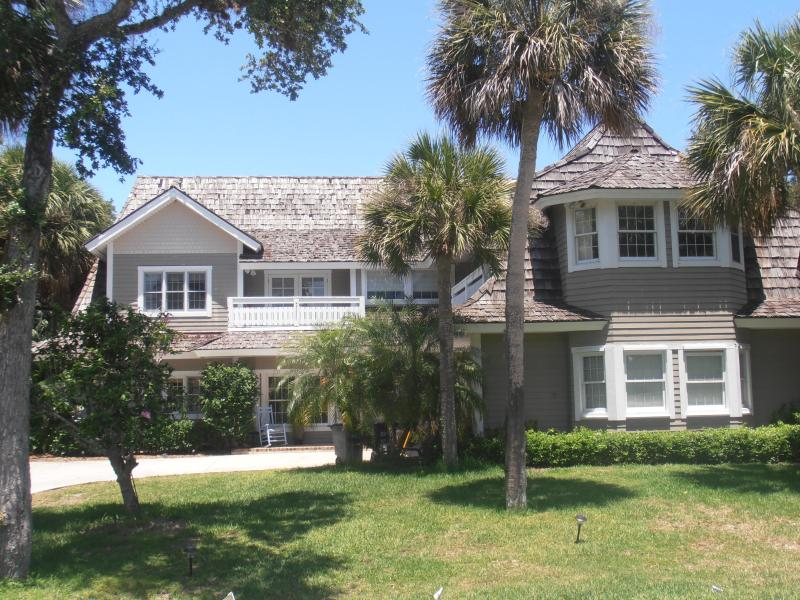 House - Front - Large Home in great Beachside community - Vero Beach - rentals