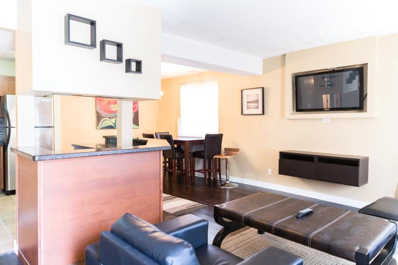SLEEK & MODERN 2 BEDROOM APARTMENT - Image 1 - Calgary - rentals
