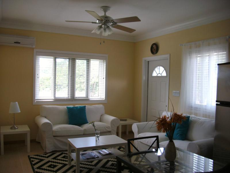 Comfy Living & Dining - Tropical Island - Sunflower Suite - South Palmetto Point - rentals