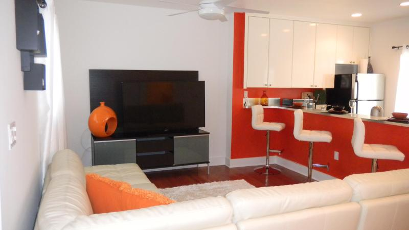 Open kitchen and cozy living area - Julia's Heaven SOUTH BEACH Retreat - Miami Beach - rentals