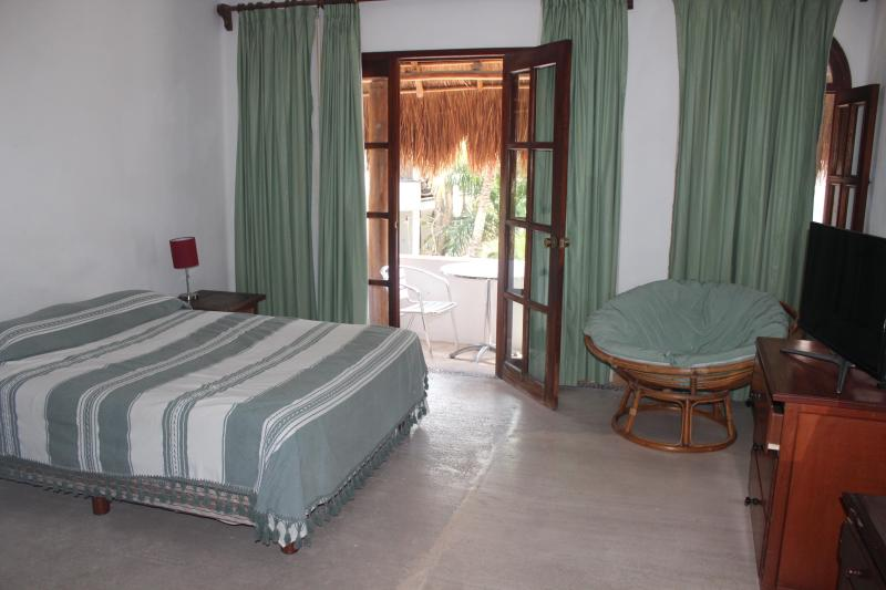 Queen Size Bed - Beautiful Studio half a block of 5th Av - Playa del Carmen - rentals