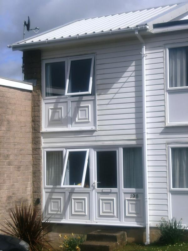 view of entrance to property - Nearby beach, 2 bedroom self catering holiday home - Freshwater East - rentals