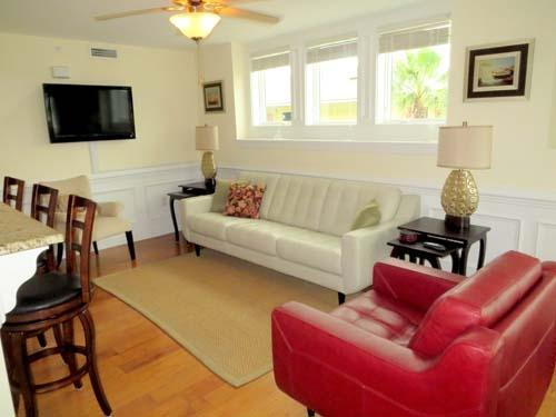 Living Room  - 8 Captains Watch-Tybee Island Vaca Rental w/ Pool - Tybee Island - rentals