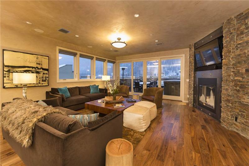 Living room with all of the top furnishings. Great location for a family gathering. - TRULUX PENTHOUSE - Telluride - rentals