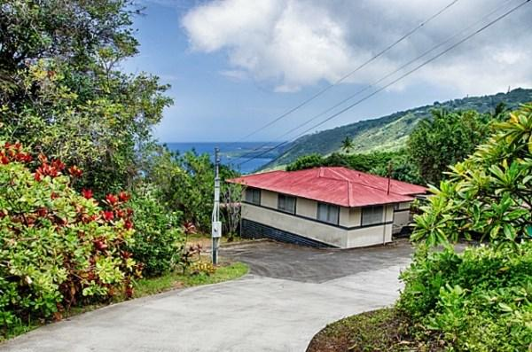 Panoramic Views - first look at the home from the top of the property - Guest House in the Heart of Captain Cook on Napoopoo Rd - Captain Cook - rentals