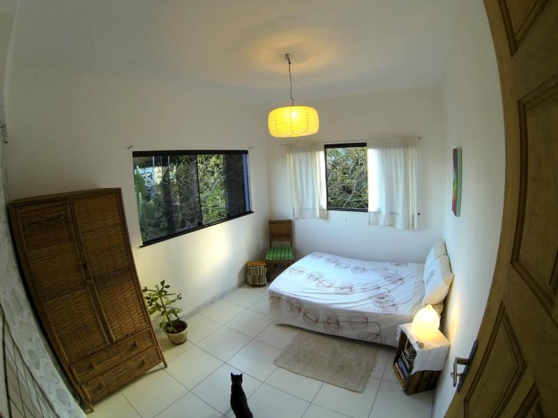 Green Room with a view of the garden and pool - Cozy garden home, 100m from beach in scenic Itapua, Salvador - Salvador - rentals