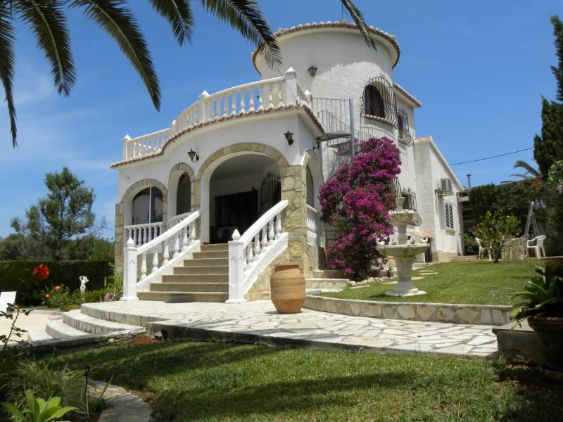Spanish typical Villa with a private swimming pool and a garden in Dénia - Image 1 - Denia - rentals