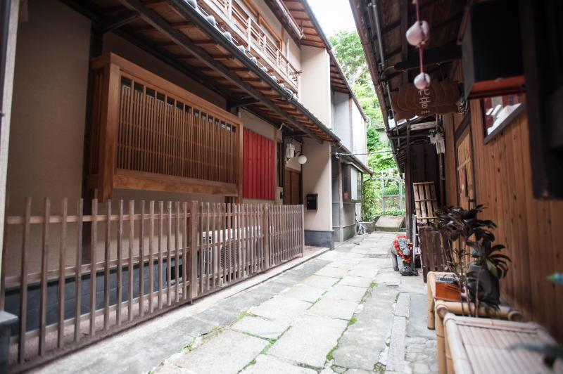 Front view of the Kiyomizu Machiya Inn - JUST OPENED!!  Machiya with View of  Yasaka Pagoda - Kyoto - rentals