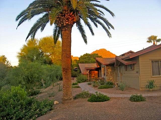 Front entrance with view of Camelback mountain - Charming Luxury Rental - Phoenix - rentals