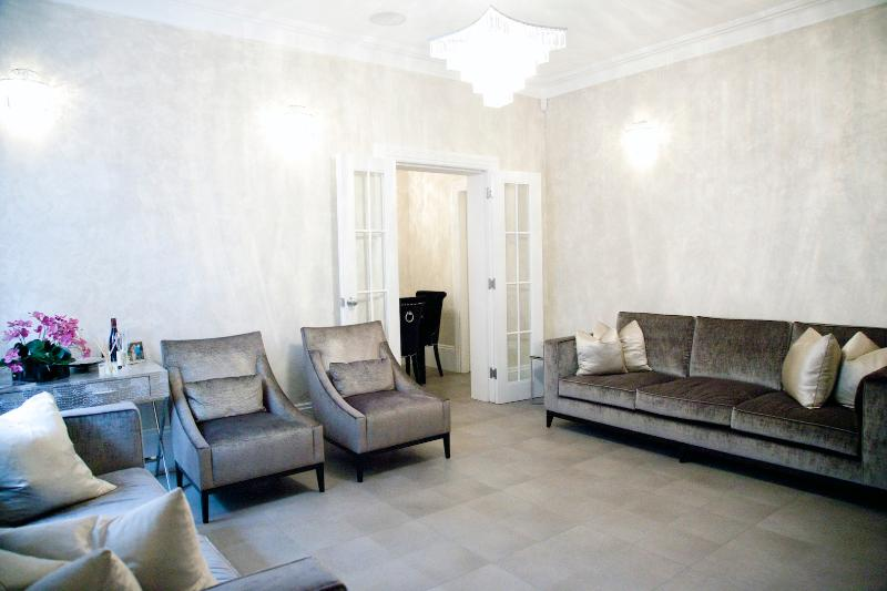 LUXURY 2 BED APARTMENT IN HEART OF KNIGHTSBRIDGE - Image 1 - London - rentals