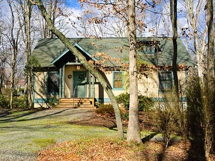 Rhododendron Cottage - Black Mountain Vacation Rentals - Image 1 - Black Mountain - rentals